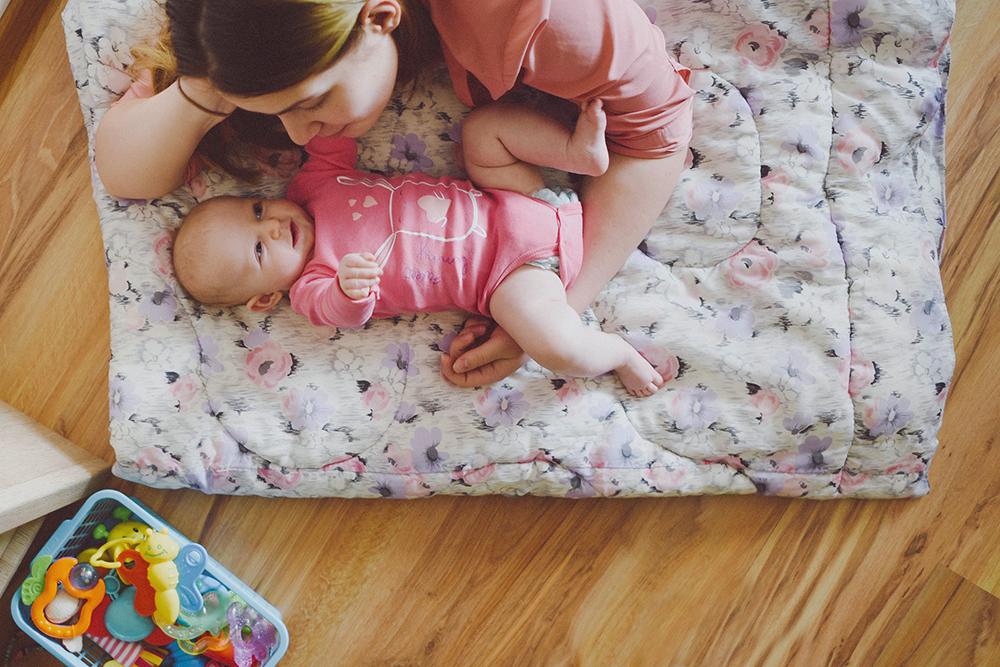 dziecko mama zabawki