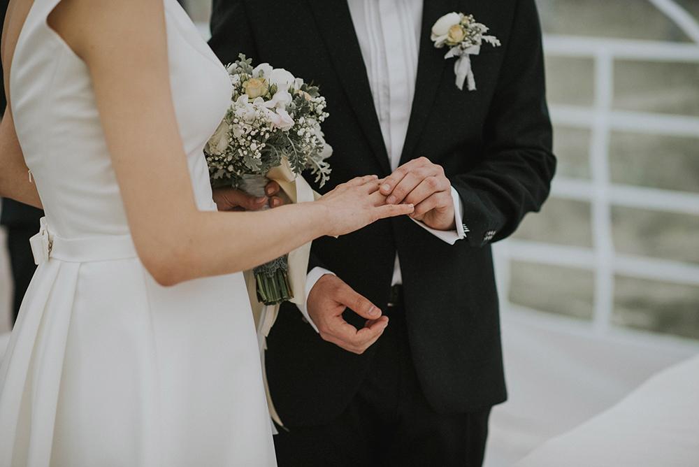 margoszczyn ślub cywilny w plenerze obrączki