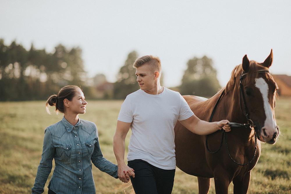 sesja narzeczeńska konie zwierzęta
