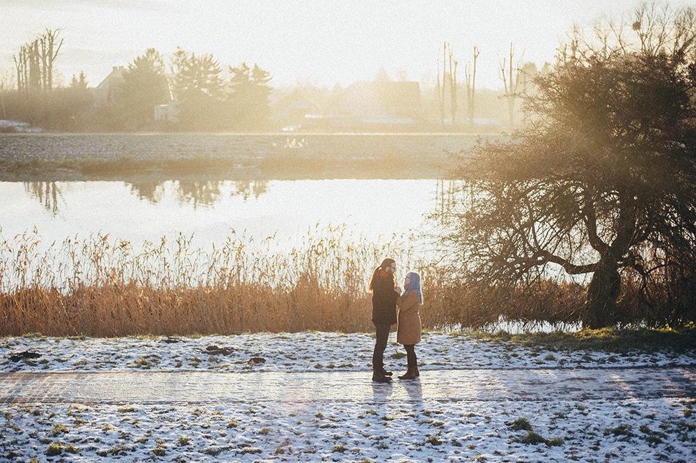 zimowa sesja nad wodą słońce
