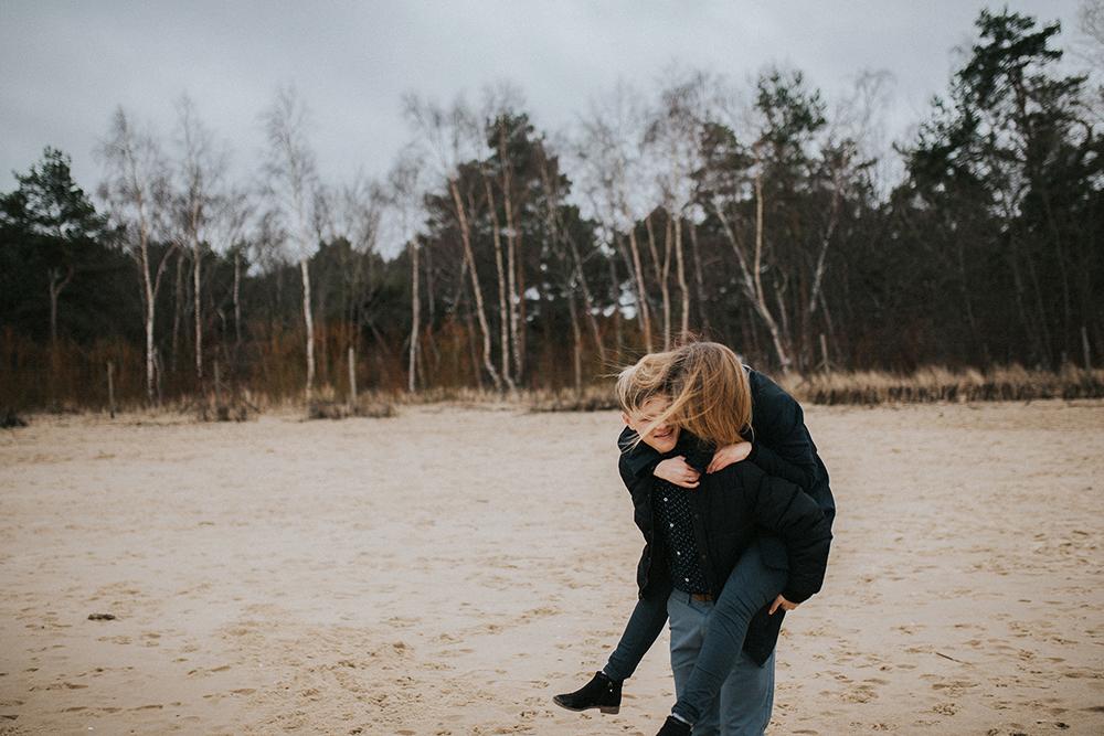 sesja narzeczeńska nad morzem zima gdańsk