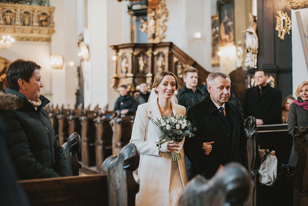 zimowy ślub w gdańsku panna młoda luty
