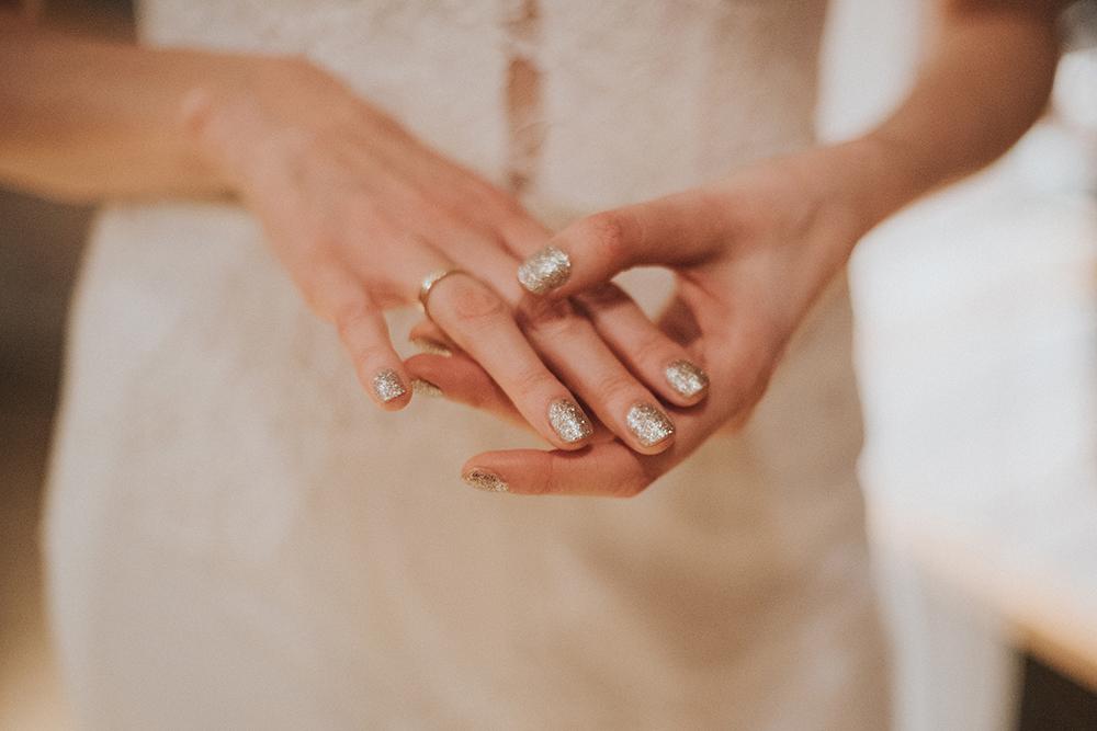 panna młoda srebrne paznokcie brokat