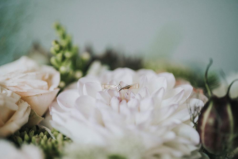 bukiet dalia pierścionek ślub wesele