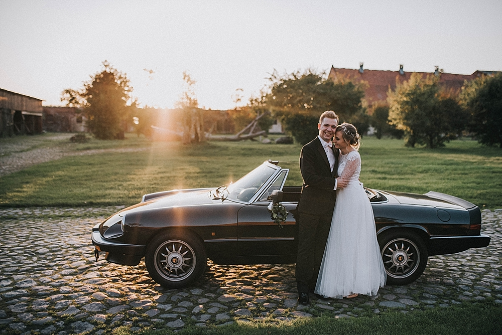 folwark wąsowo jesienny ślub samochód