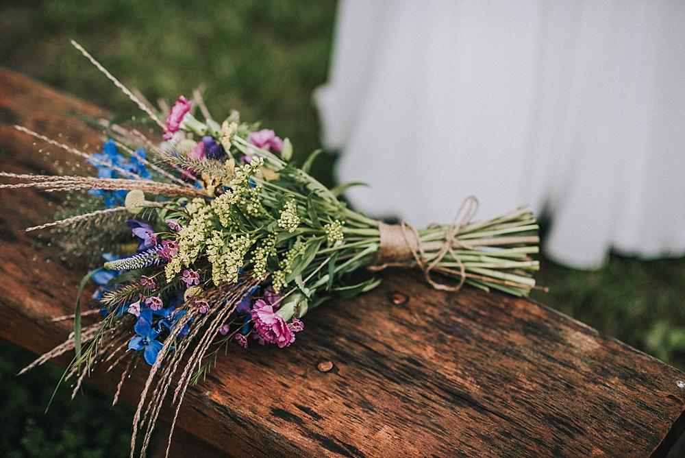 toruń kwiatostany bukiet z polnych kwiatów