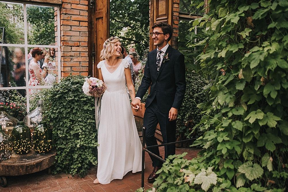 stara oranżeria w mrokowie slow wedding warszawa zieleń plener