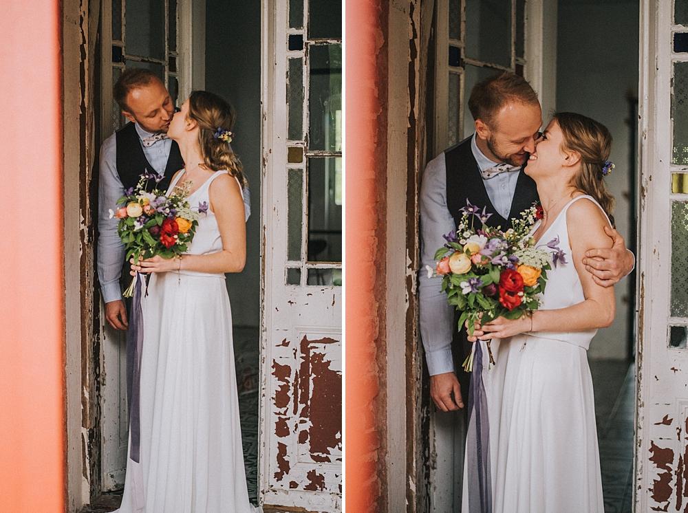 ceglarnia ślub slow wedding boho polne kwiaty