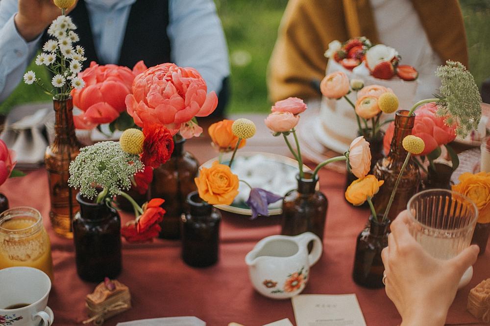 garden party przyjęcie ogród ceglarnia dekoracja stołu