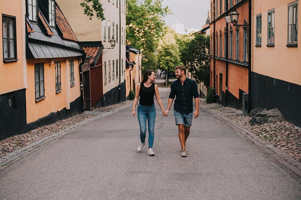sesja narzeczeńska sztokholm skandynawskie domki miasto sodermalm