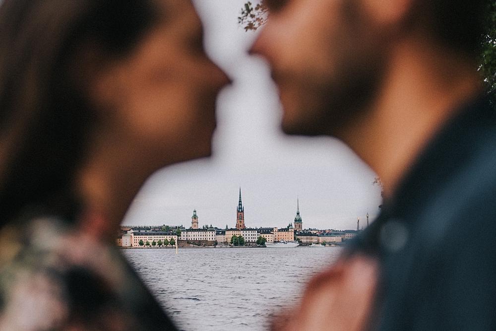 Bröllopsfotograf stockholm engagement session gamla stan