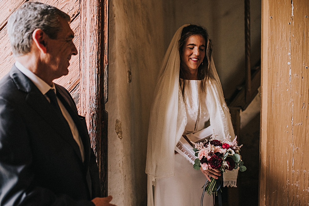 kościół we wleniu ślub kościelny polna zdrój panna młoda welon sweter