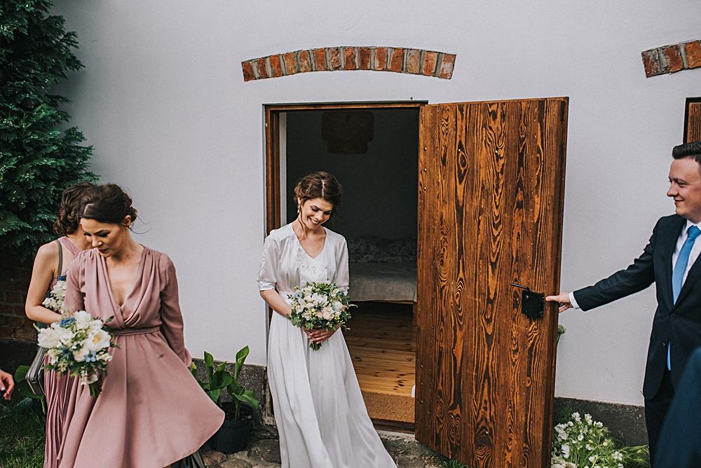 folwark ruchenka ślub na luzie panna młoda first look