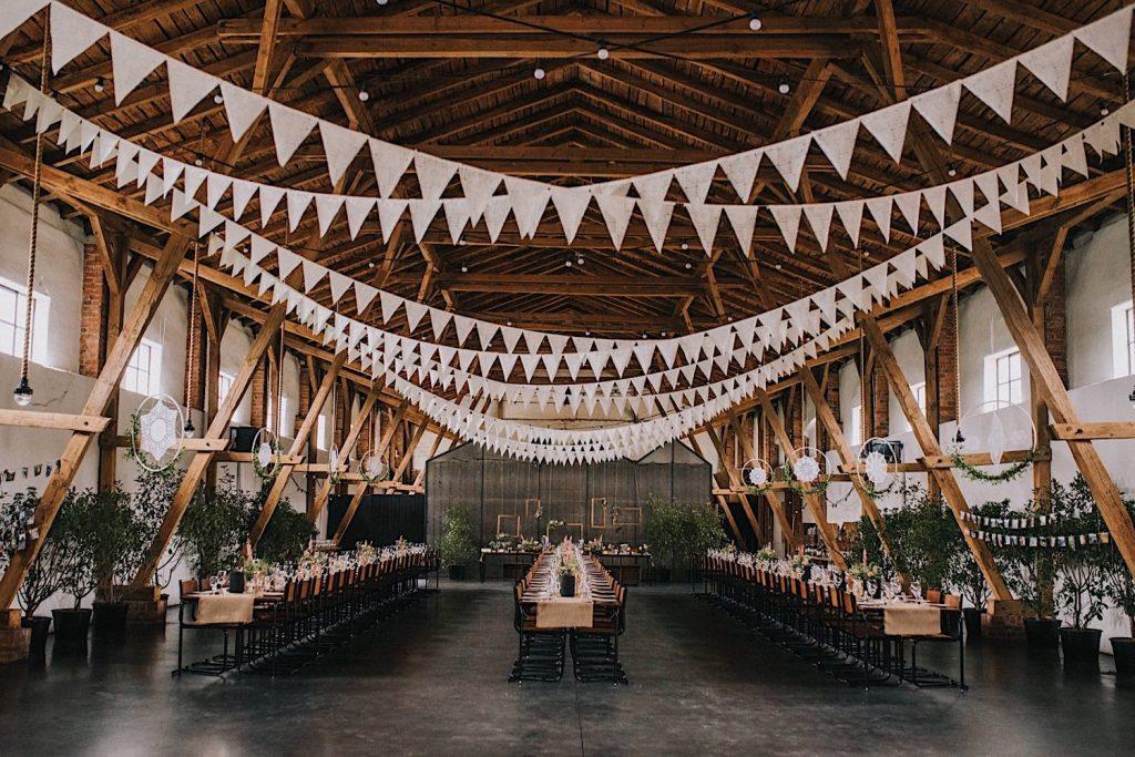 ceglarnia stodoła wesele rustykalne dekoracje