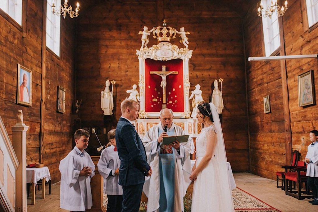 drewniany kościół ślub ceglarnia