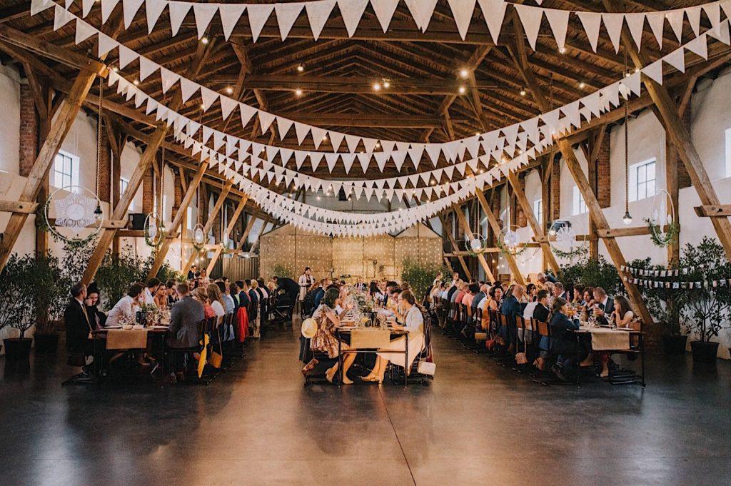 ceglarnia stodoła sielskie wesele rustykalne dekoracje