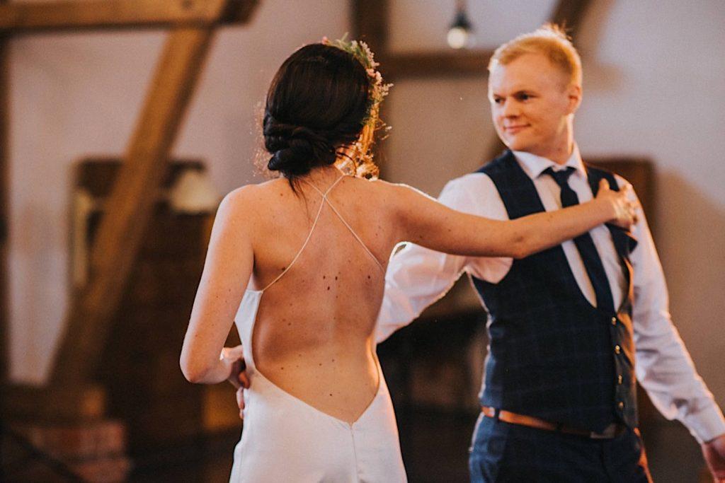 ceglarnia stodoła pierwszy taniec dj