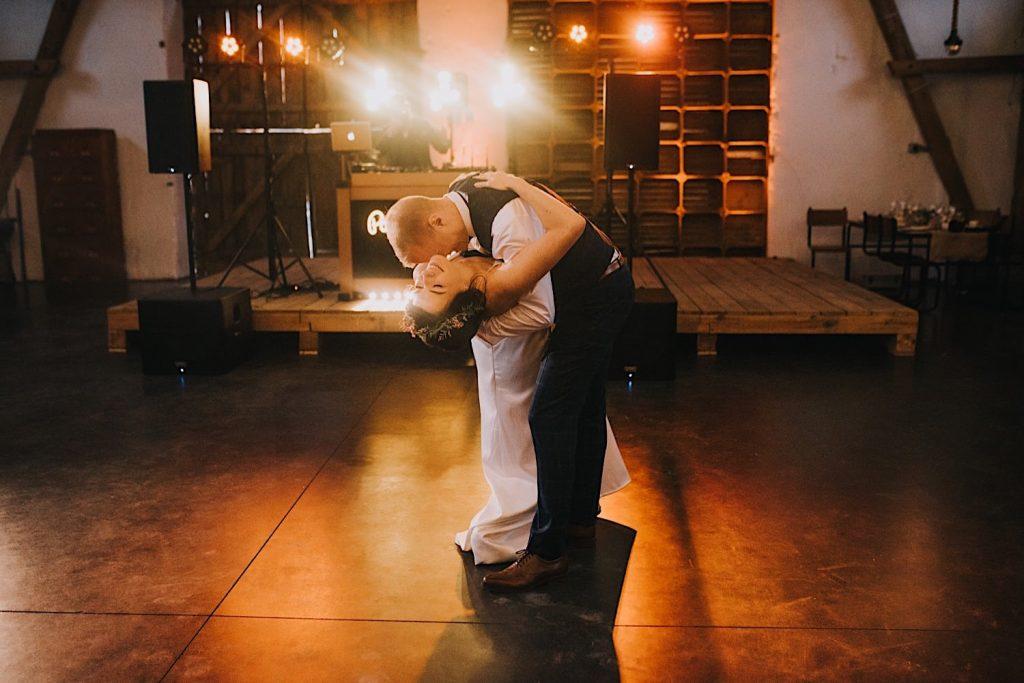 ceglarnia pierwszy taniec stodoła światła dj jegomość