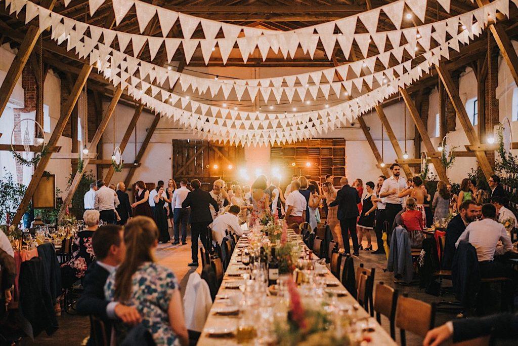 ceglarnia wesele w stodole rustykalne dekoracje