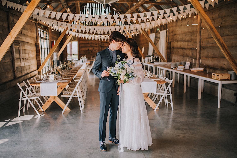 folwark ruchenka wesele w stodole subtelne dekoracje